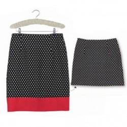 Как удлинить юбку контрастной тканью.