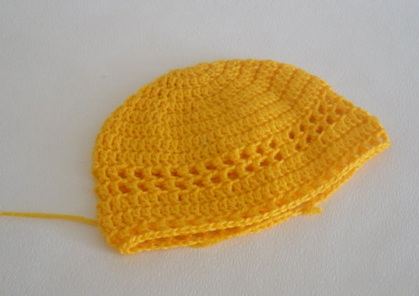 Теперь смотрим по объёму шапочки: если головка девочки маленькая, то на данном этапе объём подходящий, если же вы увеличивали размер, то можно провязать ещё
