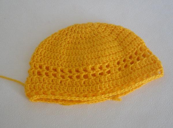 вязаная желтая шапочка
