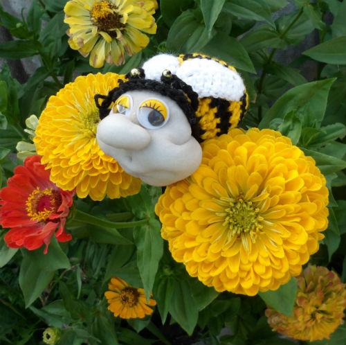 Как сшить пчелку в чулочной технике
