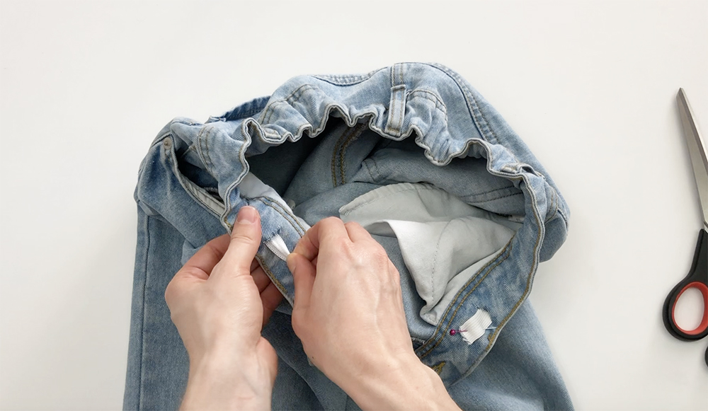 как уменьшить джинсы в поясе на нескольтко размеров